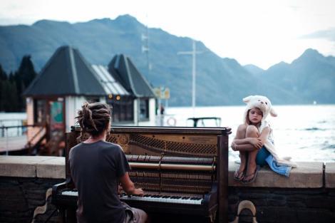merit-piano-play-sunset